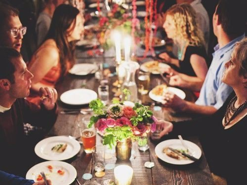 10-things-you-should-never-do-at-a-dinner-party-according-to-a-longtime-butler